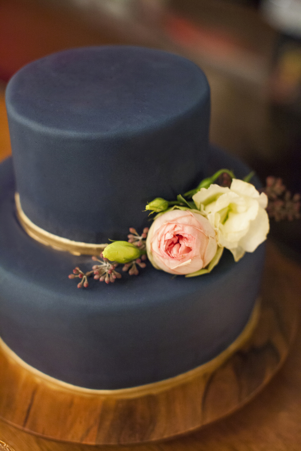 15 Dark Wedding Cakes for Fall and Winter | Weddings Illustrated